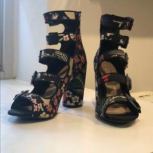 Topshop Floral Embroidered Booties SZ 37